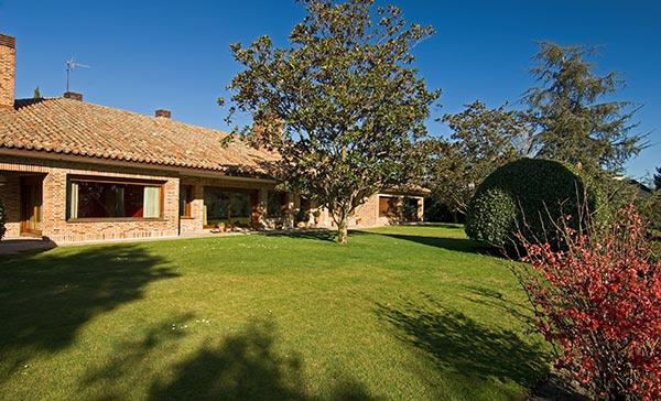 Ambassador agencia inmobiliaria madrid venta de casas for Casas de ladrillo visto fotos