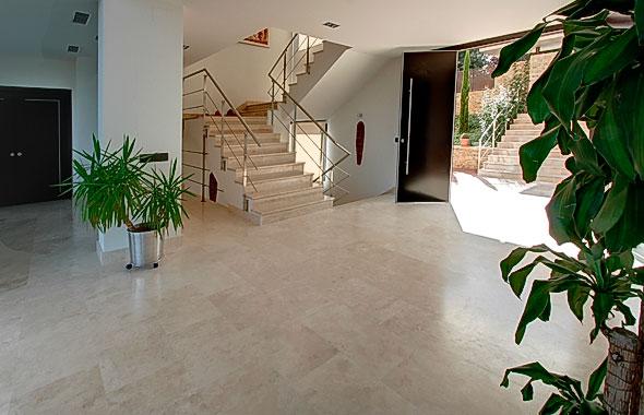 Ambassador referencia c10520 - Salones con escaleras ...