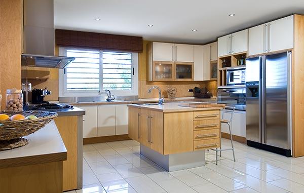 Ambassador agencia inmobiliaria madrid venta de casas for Cocinas con vista al jardin