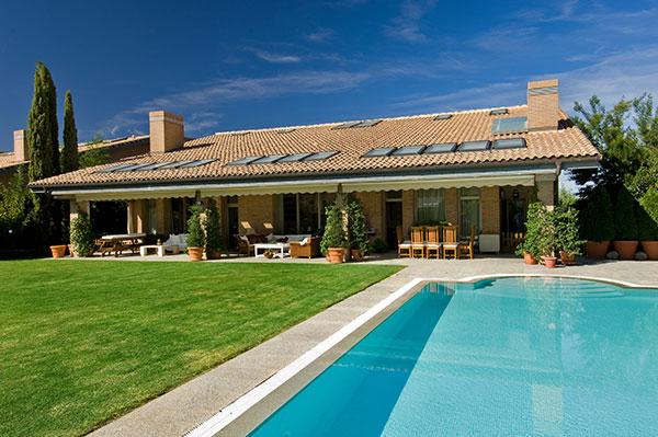 Ambassador agencia inmobiliaria madrid venta de casas for Chalets en la finca