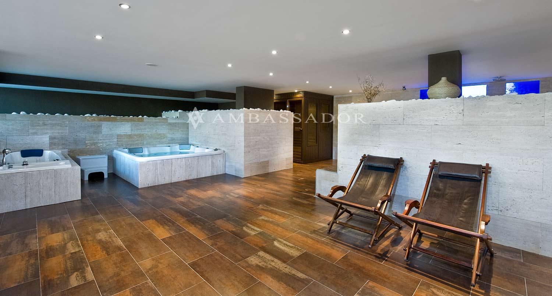 SPA completamente equipado con dos jacuzzis, sauna, baño turco, cromoterapia, duchas y baño