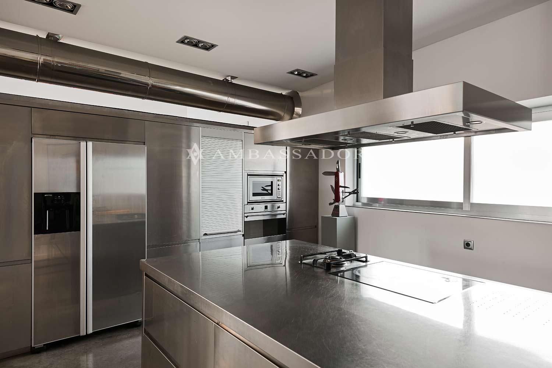 Espectacular cocina con electrodomésticos de alta gama