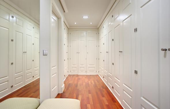 Ambassador real estate - Puertas lacadas en blanco roto ...