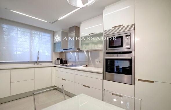 Ambassador real estate - Color blanco roto ...