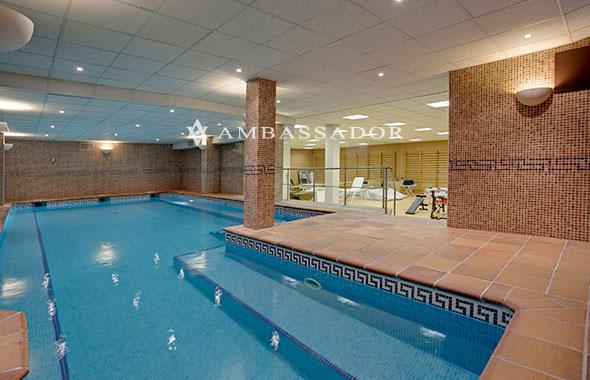 Baño Turco Dimensiones: turco y una preciosa piscina climatizada con iluminación interior y
