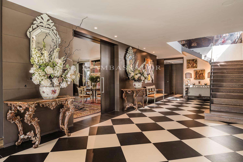 Una de las zonas más llamativas de la casa es el interesante hall.