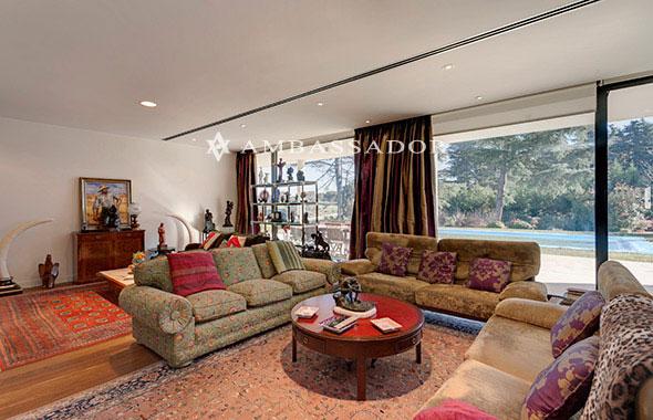 Ambassador real estate for Suelo marmol rojo