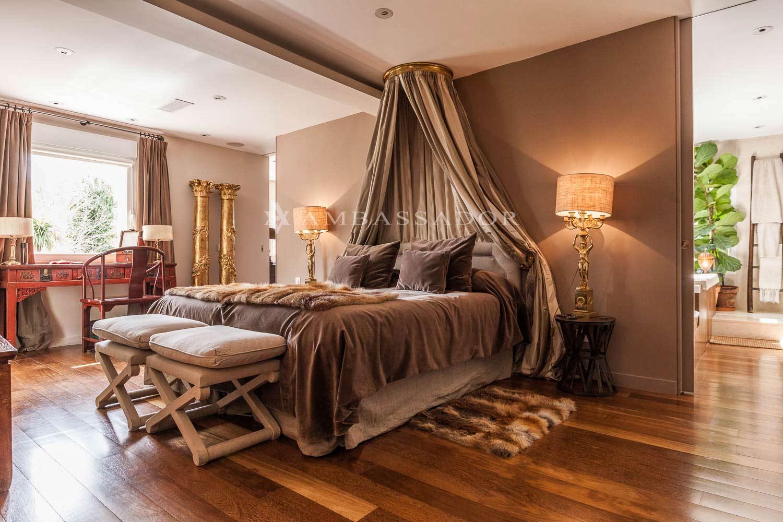 Dormitorio principal en el cual podemos apreciar el baño