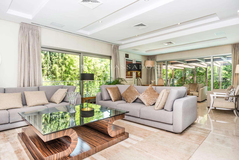 Otro espacio habilitado también como salón, desde esta parte del salón podemos acceder a la terraza.