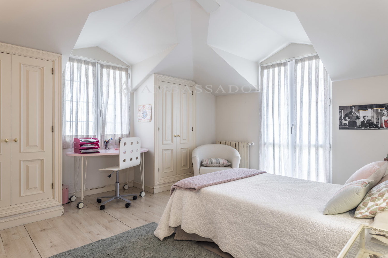 En la imagen vemos uno de los cinco dormitorios de la primera planta.