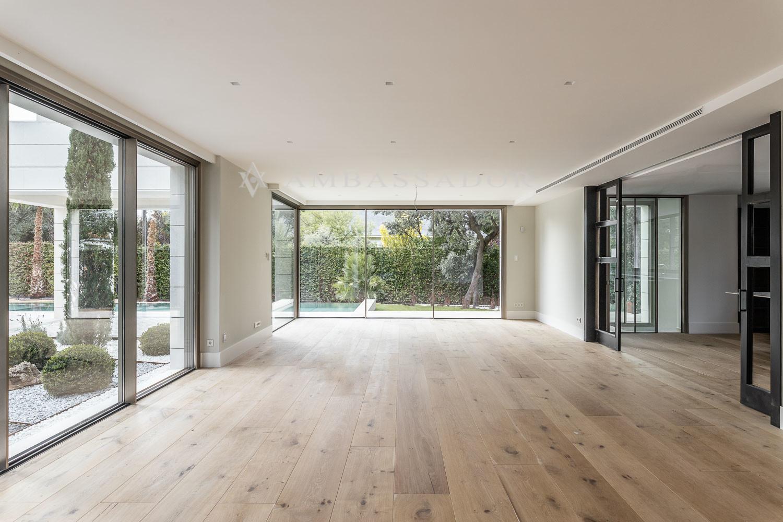 La vivienda tiene diversos salones de unos 300 m2.