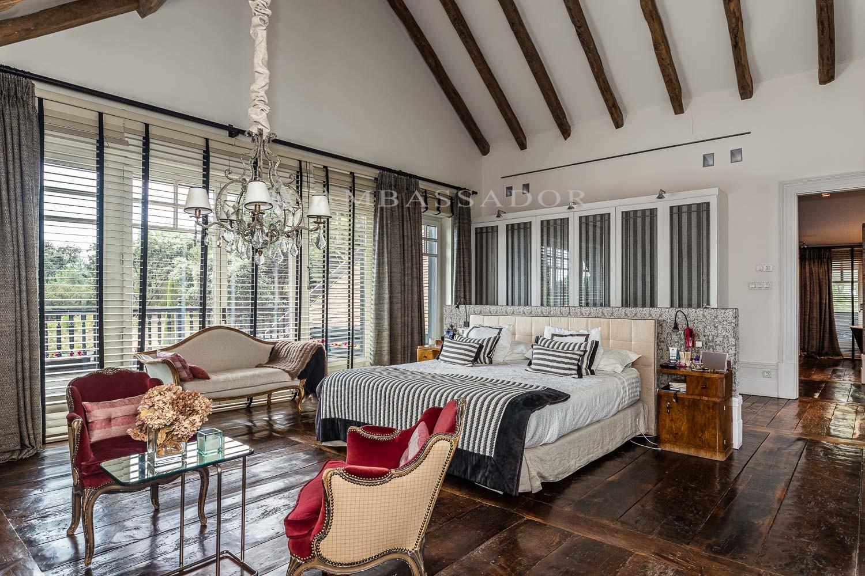 Suite principal dotada de amplio vestidor, gran baño y estupenda terraza.