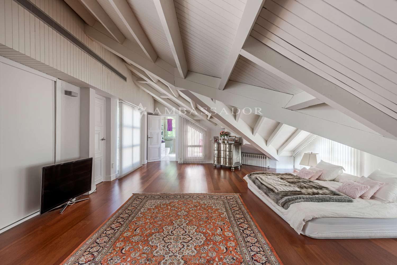 Planta ático, una estancia en la que disfrutar de un espacio dedicado al ocio,  siendo la luz el elemento protagonista.