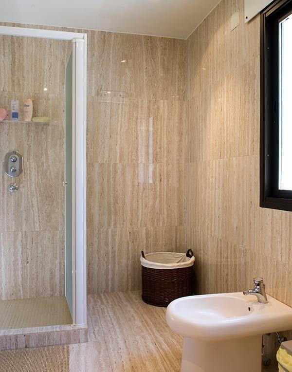 Ambassador agencia inmobiliaria madrid venta de casas for Revestimiento ducha