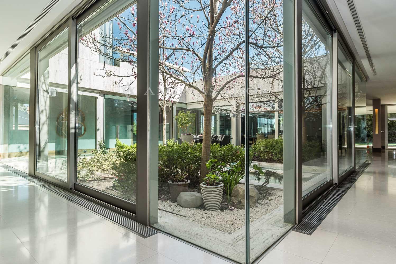 Preciosa imagen del jardín interior.