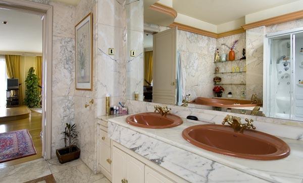 Ambassador agencia inmobiliaria madrid venta de casas for Marmol veta marron