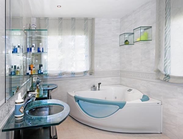 Imagenes De Baños Con Jacuzzi:de uno de los dos baños -con Jacuzzi- que se encuentran dentro de