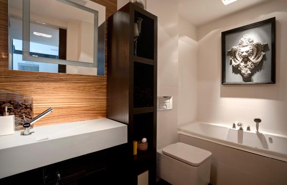 Iluminacion Baño Halogenos:Este precioso baño de excelentes materiales como el lavabo de Corian