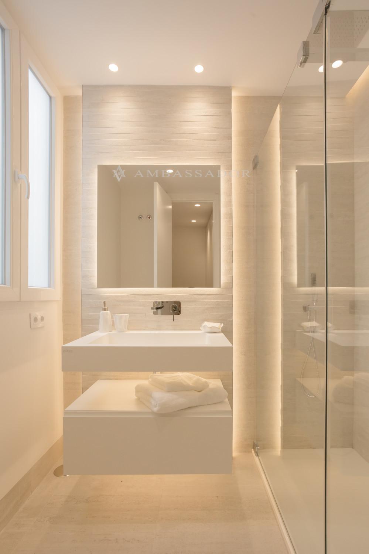 Imagen de uno de los baños de los dormitorios.