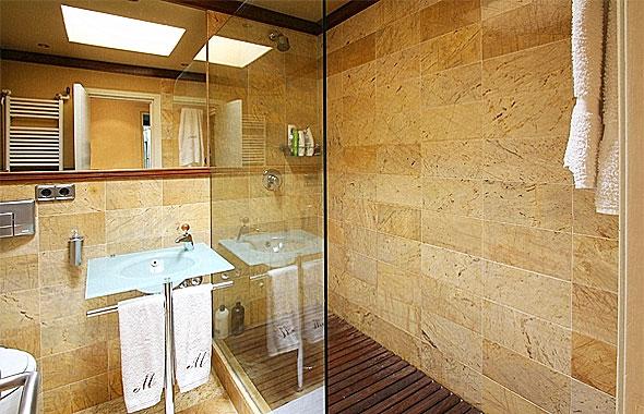 Ambassador referencia p13925 - Banos con suelo de madera ...