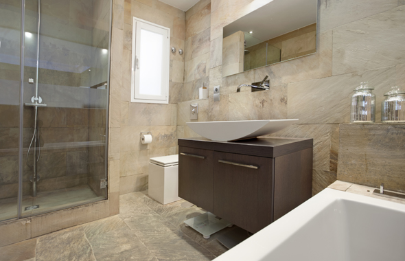 Ambassador real estate - Banos con piedra natural ...