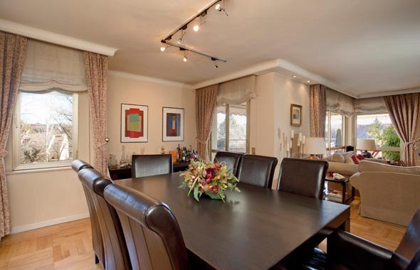 Ambassador real estate - Pintura comedor moderno ...