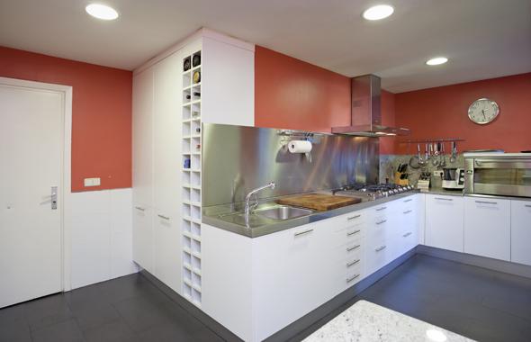 Ambassador real estate - Banos con paredes pintadas ...