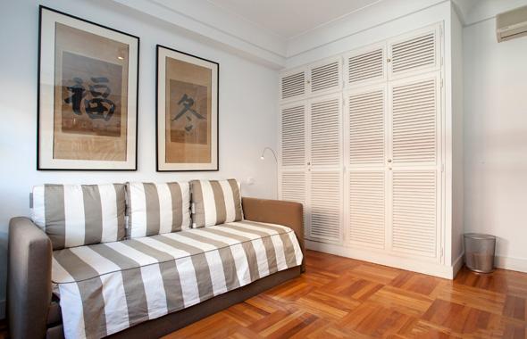Ambassador real estate for Papel pintado para puertas de armario