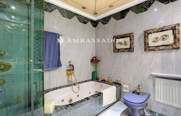 Griferia Para Baño Dorada: de gran cabina de ducha y bañera con hidromasaje La grifería dorada