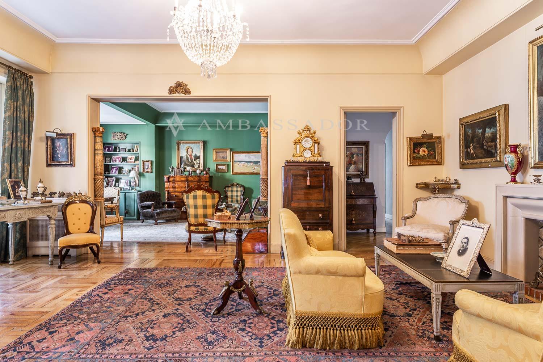 En esta imagen se muestra uno de los dos amplios y luminosos salones.
