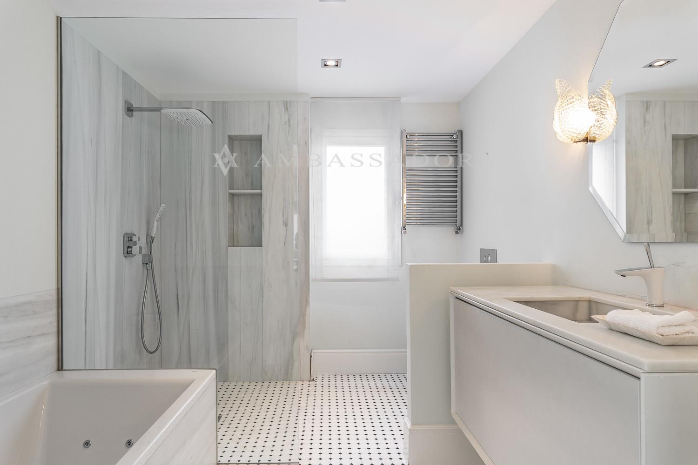 Baño de la suite principal.