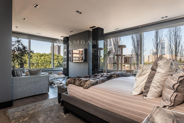 Maravillosas vistas del dormitorio principal.